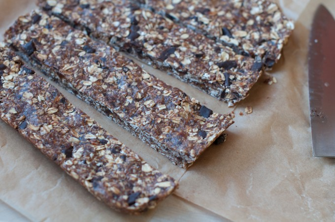 no-bake granola bars sliced_