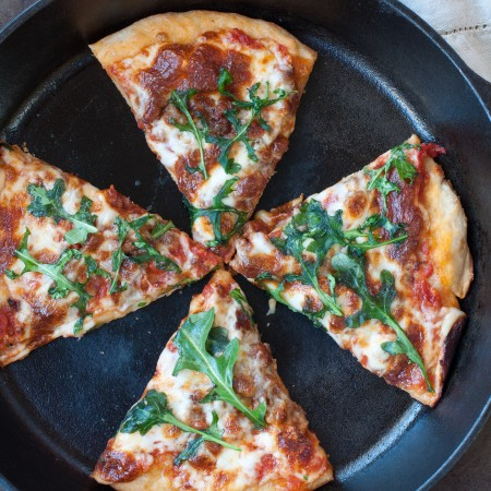sausage and arugula skillet pizza